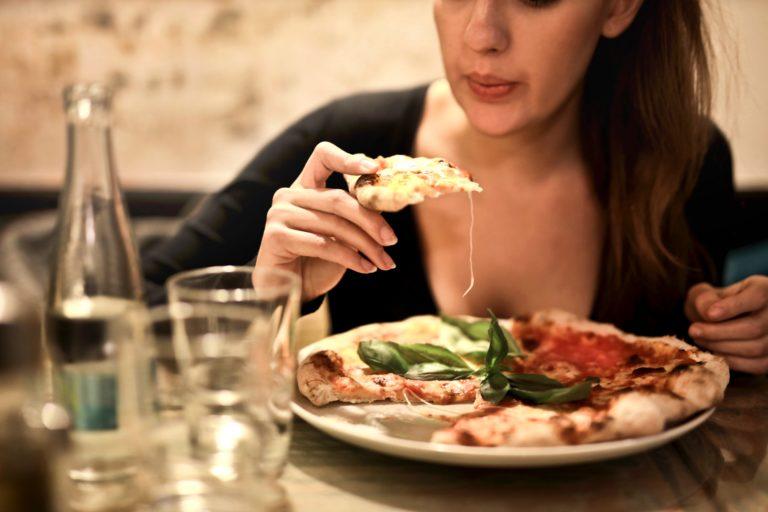 Jak pozbyć się ciągłego uczucia głodu? Jaki wpływ na naszą dietę mają hormony głodu i sytości? Sprawdź!