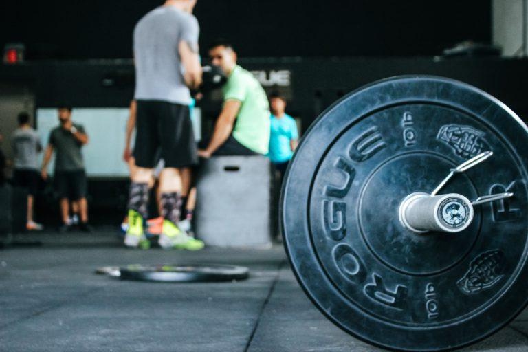 Trening siłowy czyli jaki? Wskazówki jak trenować na siłowni – dla każdego!