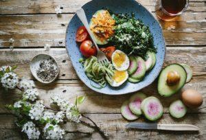 śniadania białkowo-tłuszczowe a insulinooporność