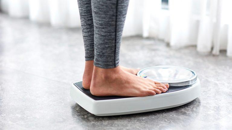 Dlaczego waga wskazuje więcej niż powinna?